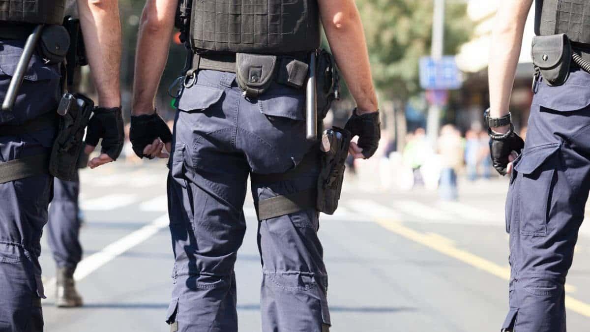 Comprender la diferencia entre guardias de <strong>seguridad</strong> y oficiales de <strong>seguridad</strong> 3