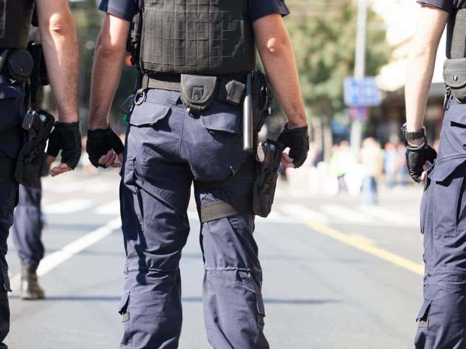 Comprender la diferencia entre guardias de <strong>seguridad</strong> y oficiales de <strong>seguridad</strong> 18