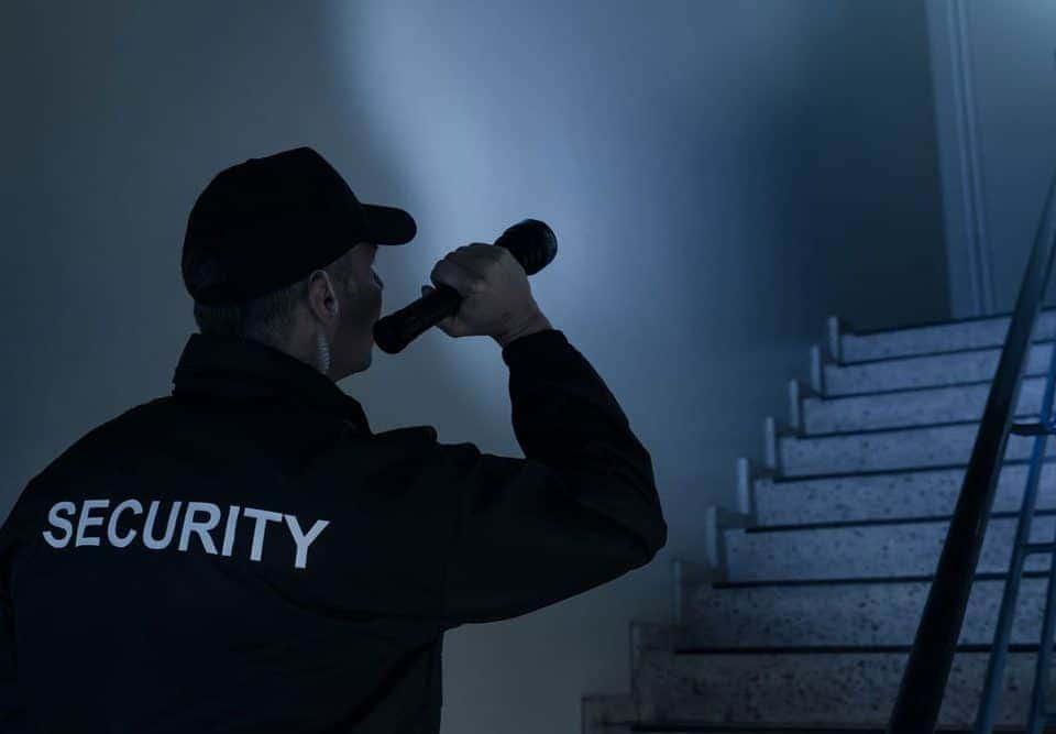 Papel de un guardia de <strong>seguridad</strong> de vigilancia contra incendios 10