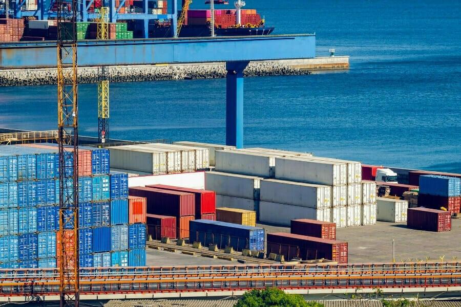 puerto de contenedores de almacenamiento de carga